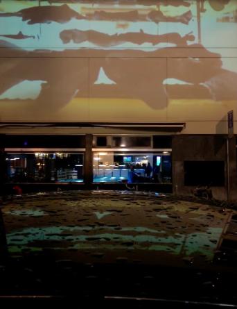 Vue de l'expo de Gianluigi Maria Masucci - projection extérieure